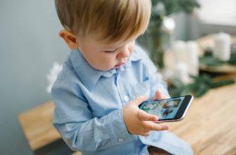 Ребенок все время сидит в телефоне: что делать родителям